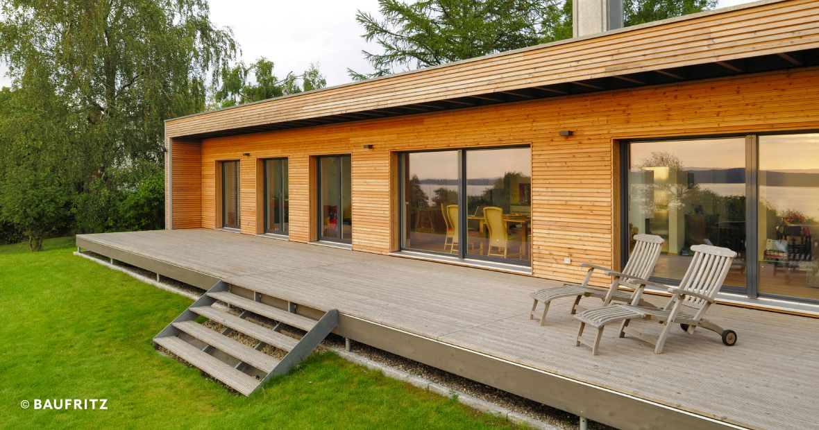Modern bungalow the single storey home for Fertighaus satteldach modern