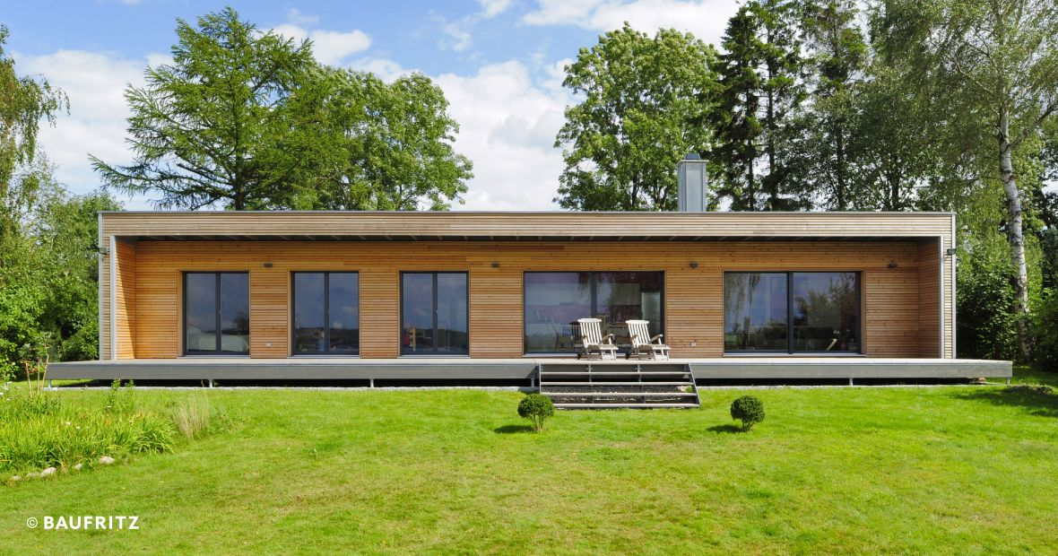 Moderner bungalow von baufritz design bungalow for Bungalow fertighaus