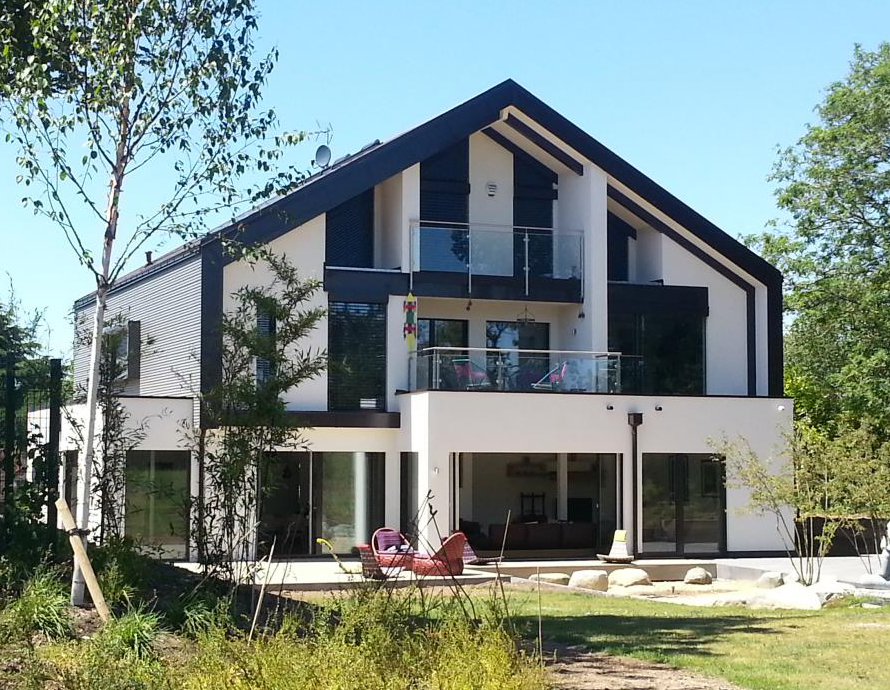 Baufritz House in Surrey Complete